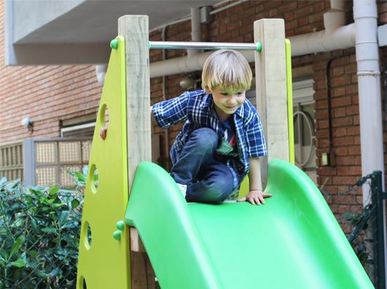 colomer-nou-parc-fundicion-mobiliario-urbano-parques-infantiles-restauracion-nen-tobogan
