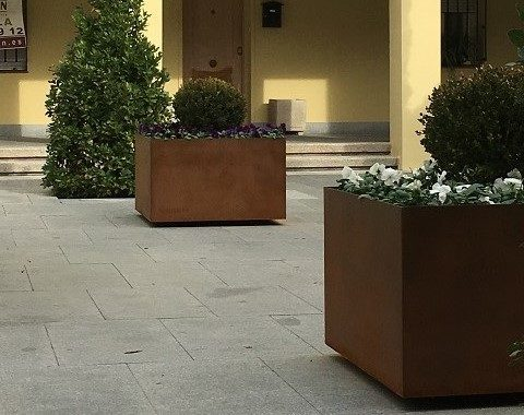 Planters made of corten steel installed